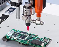 Nordson EFD Silikondispenser und xQR41 MicroDot-Ventil