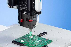 Produkty EFD pro pájecí aplikace obsahují dávkovací pastu certifikovanou ISO, flux a TIM.