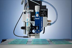 Le valvole per la dosatura a getto di pasta saldante Liquidyn SolderPlus consentono di dosare la pasta saldante senza contatto, ad alta velocità.